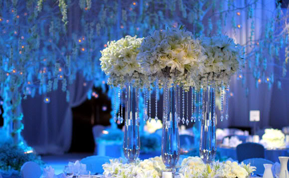 Winter wedding inspiration part ii celebrity style weddings just before the holidays we promised to bring you more of this beautiful white wedding inspiration from the fabulous wishing tree and here it is junglespirit Images