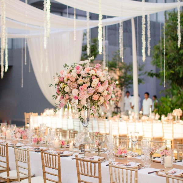 12 stunning floral wedding centerpieces with great themes 12 stunning floral wedding centerpieces with great themes junglespirit Gallery