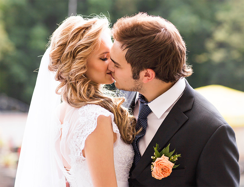 This Is Why You Close Your Eyes When Kissing - Celebrity